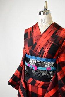 赤と黒の遠州椿チェックモダンな正絹紬袷着物