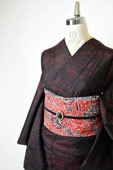 黒と緋の草花絣模様小粋な正絹紬袷着物