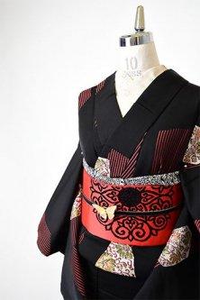 ノーブルブラックにアールデコ花と幾何学モダンな袷着物