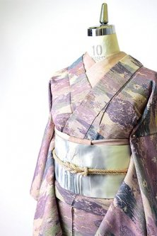 藤紫の霞に四季の草花古典文様美しい胴抜き仕立てウール着物