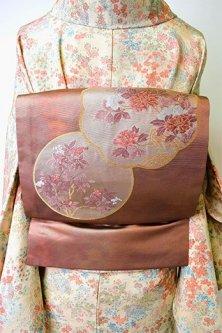 金蘇芳香色に円窓草花文様美しい名古屋帯