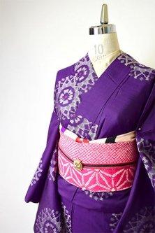 紫にヨーロピアンレースのような装飾模様美しいアンティーク銘仙袷着物