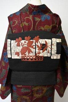 モノクローム幾何学にブラウンの花刺繍モダンな紬名古屋帯