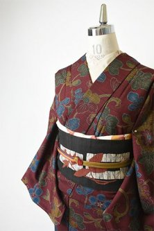 ブラウンルージュに梅や椿の花アラベスク美しいウール紬単着物