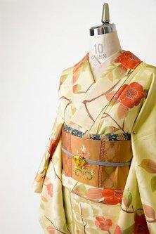 大輪の牡丹地紋に花枝重ね染模様美しい正絹綸子袷着物