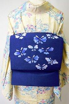 クラシックブルーに硝子細工のようなろうけつ染め蝶々模様ロマンチックな紬名古屋帯