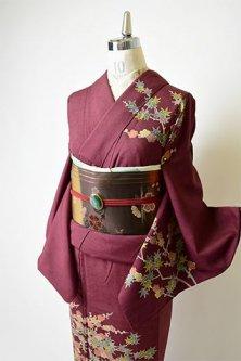 葡萄茶色に梅と楓の樹枝文様美しい正絹紬訪問着