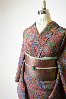 スモークカラーの花と鳥のモリスアラベスクロマンチックな縮緬袷着物