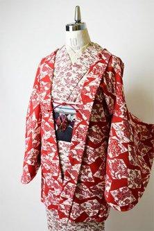 紅色に花と蝶の松皮菱古典文様美しいウール羽織