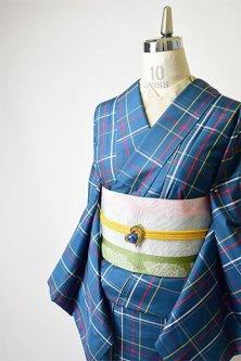 スモークネイビーにマルチカラーチェックモダンな正絹紬袷着物