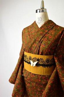キャメルブラウンにモリスアラベスクよろけ縞美しいウール紬単着物