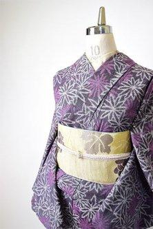 スモークパープルにマーガレットフラワーロマンチックな紬単着物