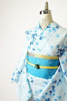 ブルーカラー蝶々ひらりと舞い遊ぶ夏着物風浴衣
