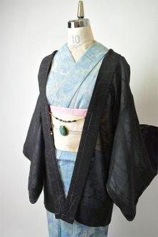 ノーブルブラックにアラベスクロマンチックな薄羽織(猫の羽織紐付き)