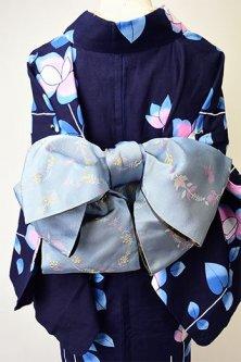 ベリーの花輪とリスのモチーフ愛らしい半幅帯(ブルーグレー)