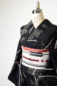 黒地に大島紬のよう花枝模様美しい綿紅梅浴衣