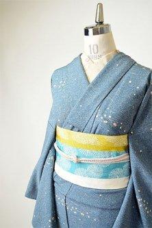 吹雪のような蒔糊散らしに切箔染め模様小粋な化繊縮緬洗える単着物