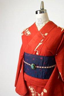 スカーレットルージュに鈴蘭の花愛らしい綿紬風変わり織り注染レトロ浴衣