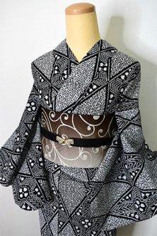 黒と白ヨーロピアンダイヤモンドチェックモダンな絞り風注染レトロ浴衣