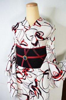 白地に赤と黒のマグノリアのようなグラフィカルなフラワーデザインモダンな注染レトロ浴衣