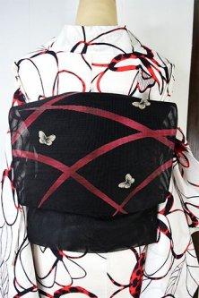 黒地に紅芝草に刺繍モチーフ蝶々ひらりと舞う紗の夏帯