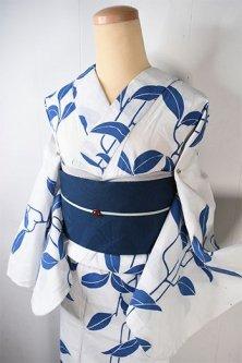 白と青の北欧ファブリックのような枝葉モチーフモダンな注染レトロ浴衣