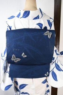蛇籠浮かぶ紺瑠璃地に蝶々ひらりと舞う紗の夏帯