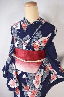 濃紺色地に紅菊蝶々あでやかに浮かぶ注染レトロ浴衣