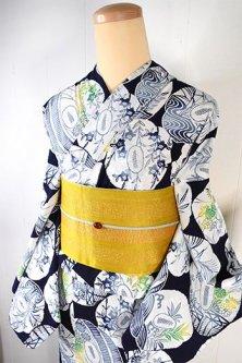 紺色地に刀剣の鍔のような秋草と古典風景美しい注染レトロ浴衣