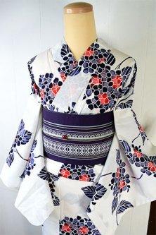 白地に紺と藤鼠に紅色ともる紫陽花模様美しい注染レトロ浴衣