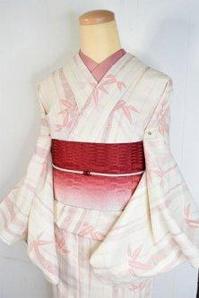 クリームイエローにバーガンディとスカーレットの竹縞涼やかな夏着物風浴衣