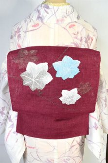 バーガンディルージュに楓葉涼やかに美しい紗の夏帯