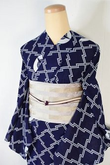 濃紺地に松皮菱と三つ扇小粋な綿絽の注染レトロ浴衣