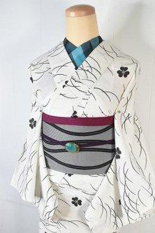 白地に黒の露芝とカタバミ文様小粋な夏着物風浴衣