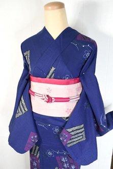 ディープブルーに源氏香ナデシコの花美しい変わり織り浴衣