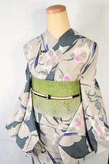 Kansaiグレーとベージュの牡丹に百合の花染め模様美しい注染レトロ浴衣