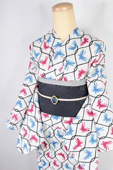 白地にブルーとルージュの蝶々とトレリス美しい注染レトロ浴衣