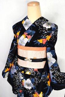 ノーブルブラックにヨーロピアンフラワー美しいモダン浴衣