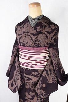 ブラウンに茶屋辻風水辺風景文様粋な絹混縮夏着物