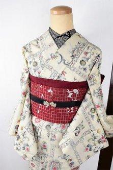 アイボリーにボヘミアン刺繍のような装飾模様美しいウール単着物