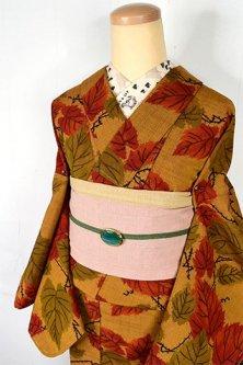 マスタードブラウンに絵本のような枝葉模様ノスタルジックなウール紬単着物