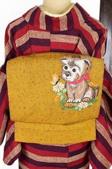 マスタードブラウンに子犬のボヘミアン刺繍愛らしい髭紬風の綿開き名古屋帯