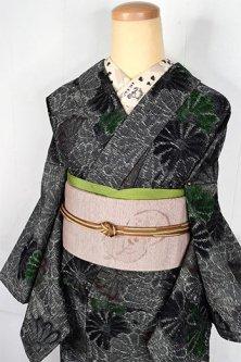 モノクロームにグリーンとブラウンの菊花モダンなウール紬単着物