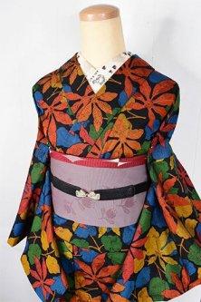 アラベスク地紋にカラフルリーフ美しいしょうざんウール単着物