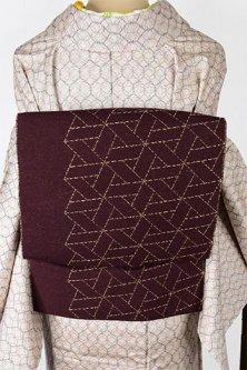 チャコールブラウンにステッチワークのような幾何学パターンモダンな真綿紬調開き名古屋帯