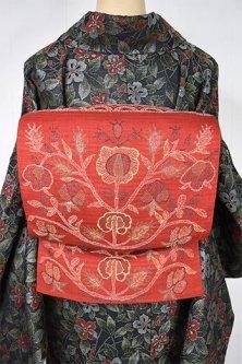 ブリックルージュに東欧刺繍のような草花装飾模様ロマンチックな開き名古屋帯