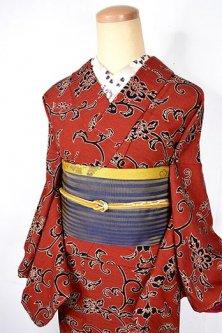 ブリックオレンジブラウンとブラックの蝶々アラベスクロマンチックな胴抜き仕立てウール着物