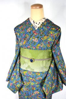 スモークブルーにシノワズリ鳥と花のアラベスク染模様美しい袷着物
