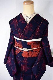 ネイビーとスカーレットルージュのカトレアチェックモダンなウール紬単着物