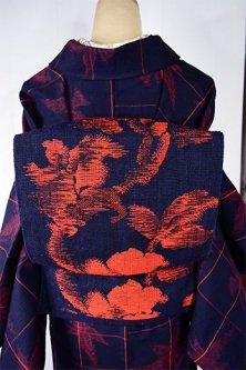 ネイビーブルーにスカーレットアラベスク美しい紬開き名古屋帯